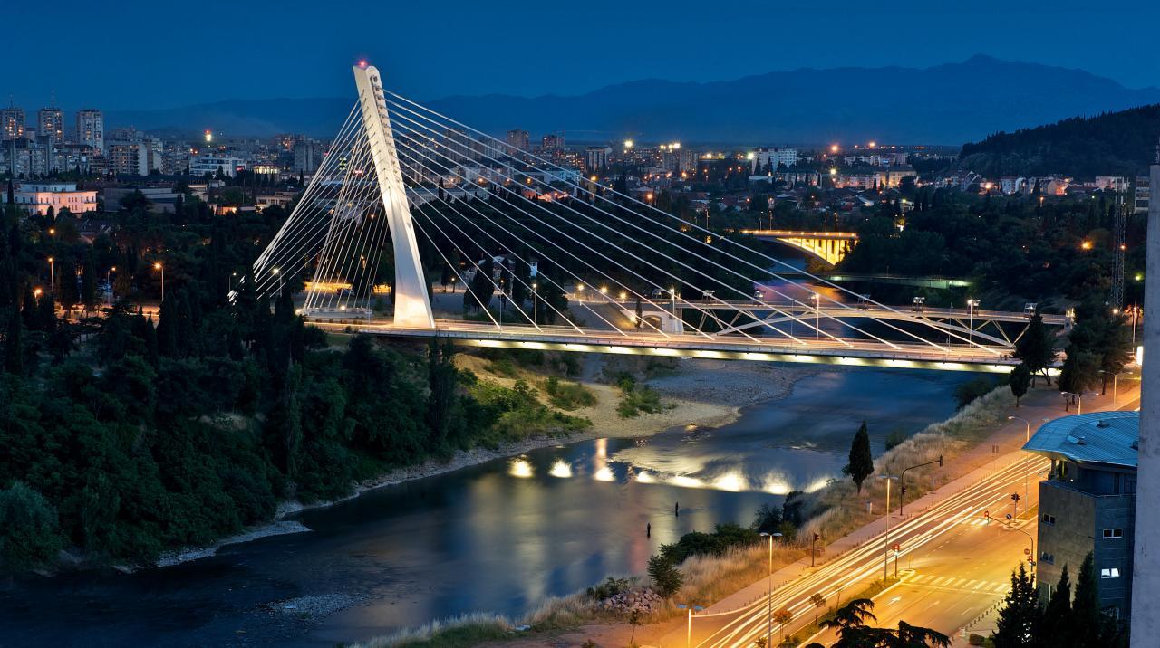 Столица Черногории город Подгорица сочетает старину с современными сооружениями
